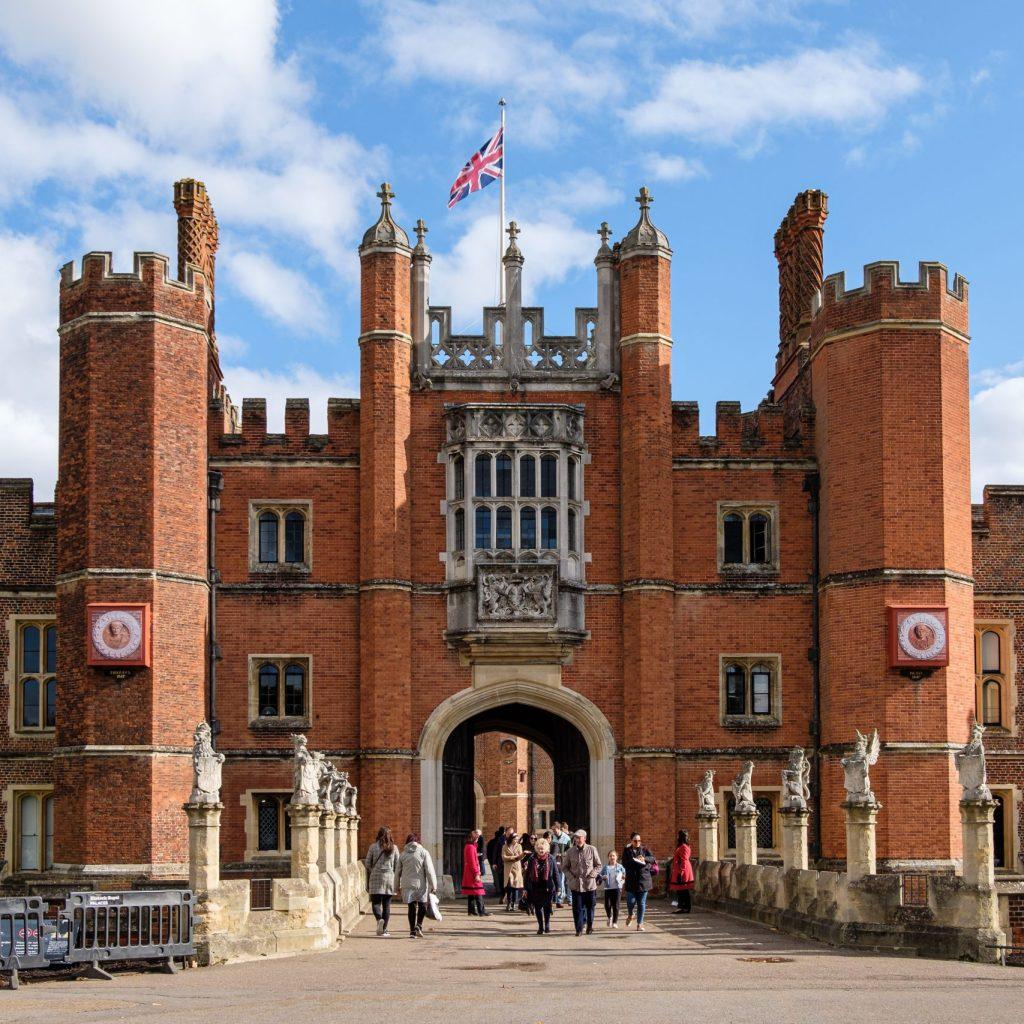 AGTO - Eastern Branch Visit To Hampton Court